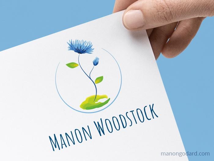 Logo de Manon Woodstock, entrepreneuse écologique - accompagnements à l'écologie du quotidien - Logo fleur créé par Manon Godard, graphiste et webdesigner pour les entrepreneuses