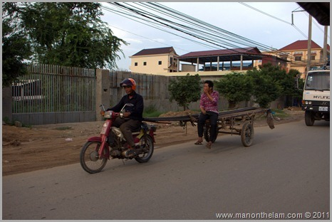 Scooter carrying trailer and woman