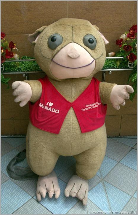 Manado Indonesa TRAVEX ASEAN Tourism Forum ATF2012  Giant stuffed tarsier