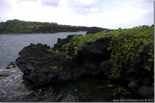 Black sand beach at Waianapanapa State Wayside Park, Maui, Hawaii-089