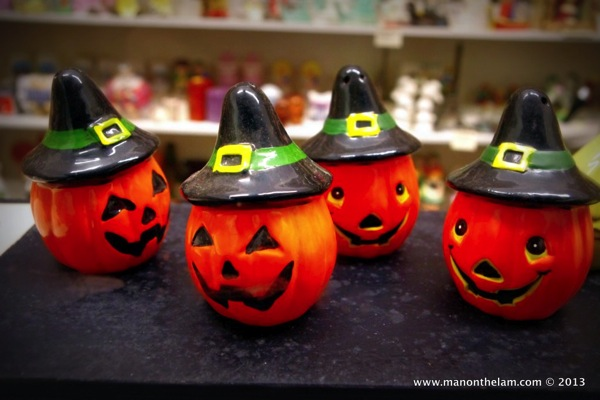 Halloween pumpkin Salt and Pepper Shakers