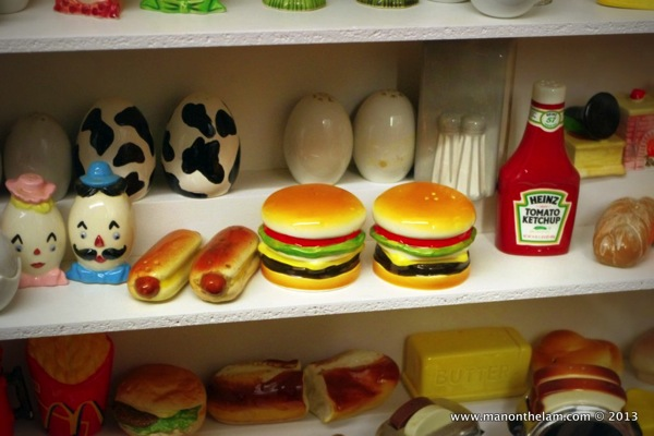 Hot dog hamburger ketchup salt and pepper shakers  Salt and Pepper Shaker Museum Guadalest Spain