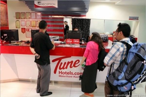 Tune Hotel Kuching Malaysia reception desk
