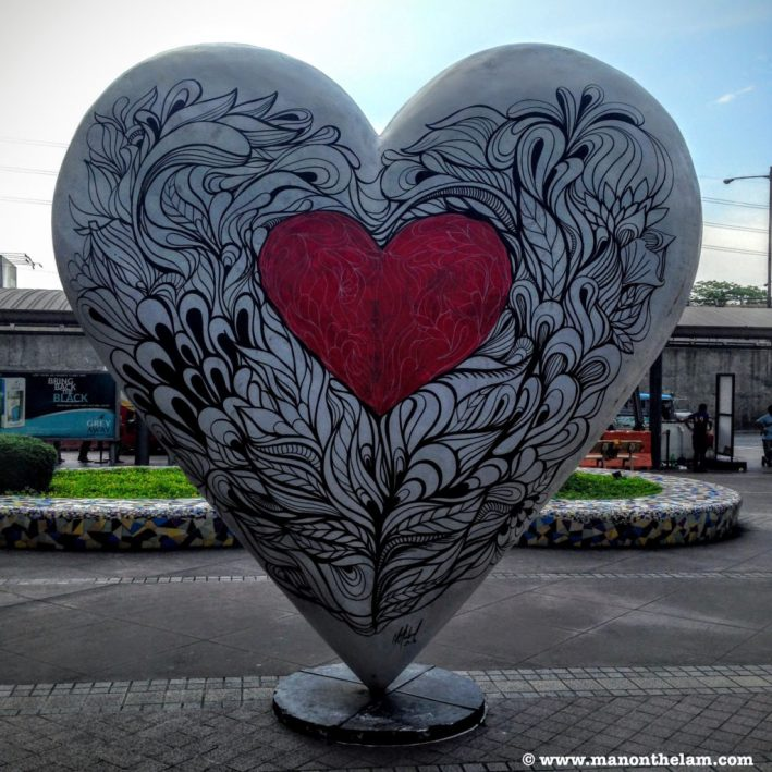 heart-sculpture-market-market-manila-philippines-manonthelam