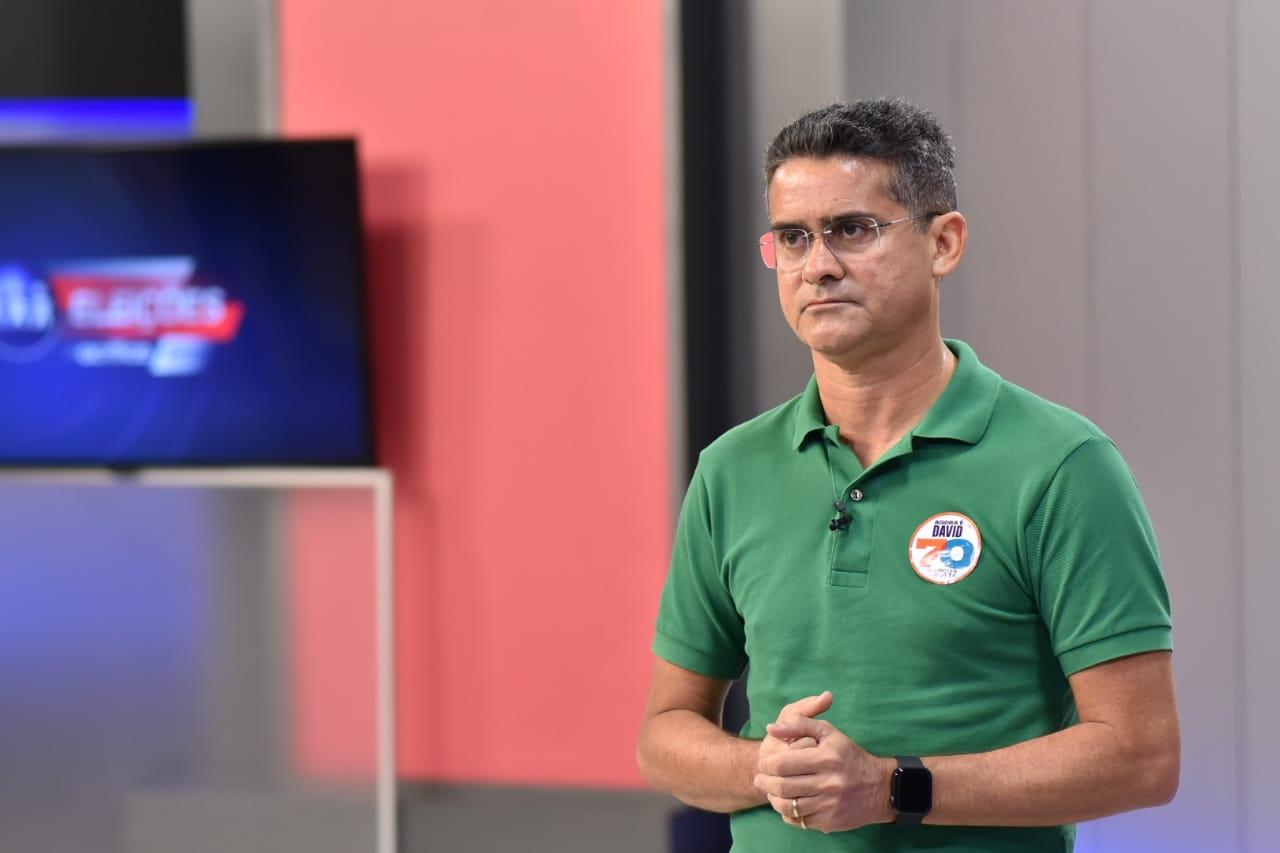 David diz que Amazonino promete auxílio 'fantasioso' para iludir eleitor