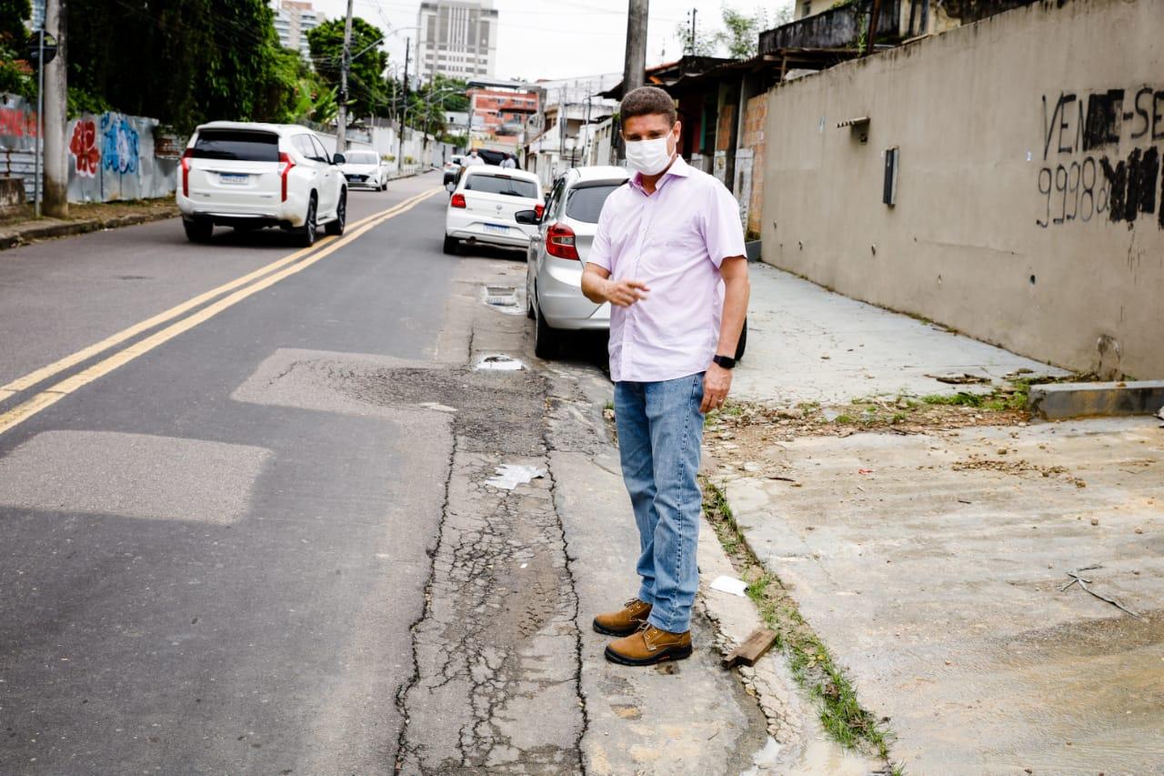 Rotta diz que não vai mais permitir 'remendos' da concessionária de água nas ruas de Manaus
