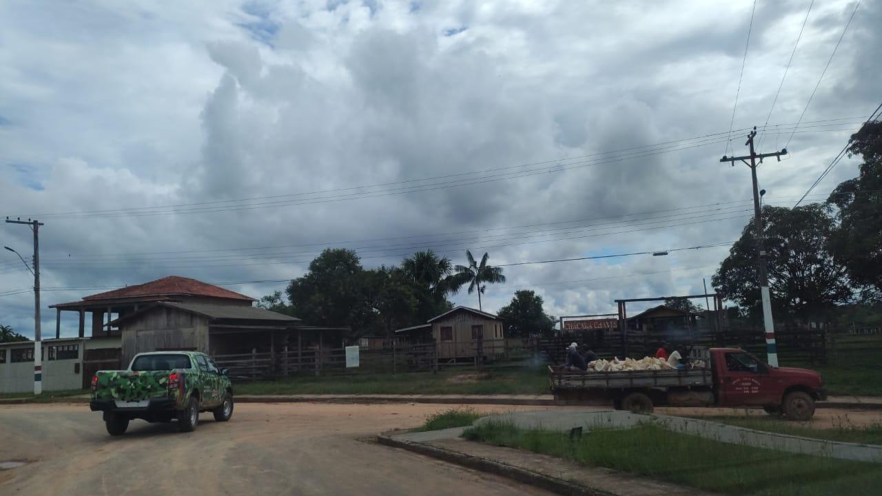 Em Eirunepé, Prefeitura apreende caminhão e carga de areia de empresa por descumprir decreto e danificar patrimônio público