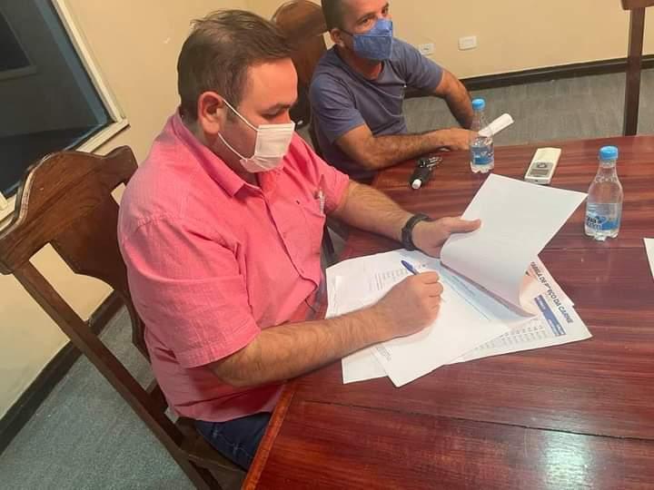 Prefeito Raylan Barroso se reúne com vereadores para tratar do preço do peixe