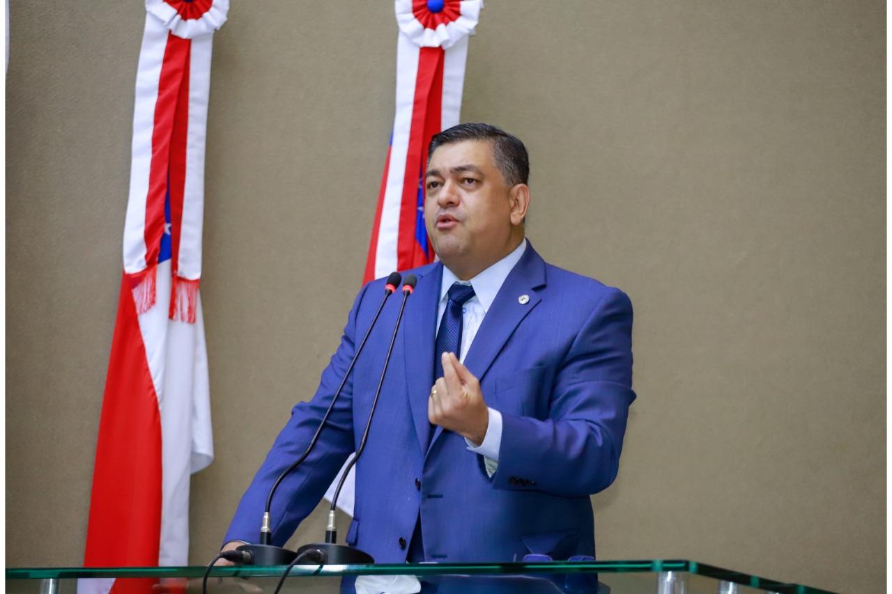 Deputado Dermilson Chagas afirma que Wilson Lima comete improbidade administrativa ao solicitar crédito adicional de R$ 1 milhão