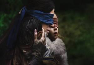 مراجعة فيلم Bird Box: دراما تغوص في أعمق مخاوفنا البشرية