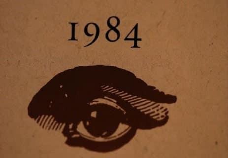 Read more about the article رواية 1984: الثمن الذي يدفعه الجنس البشري للمجتمعات المثالية