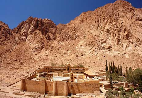 You are currently viewing دير سانت كاترين: قصة أقدم الأماكن المقدسة لدى الديانات الثلاث