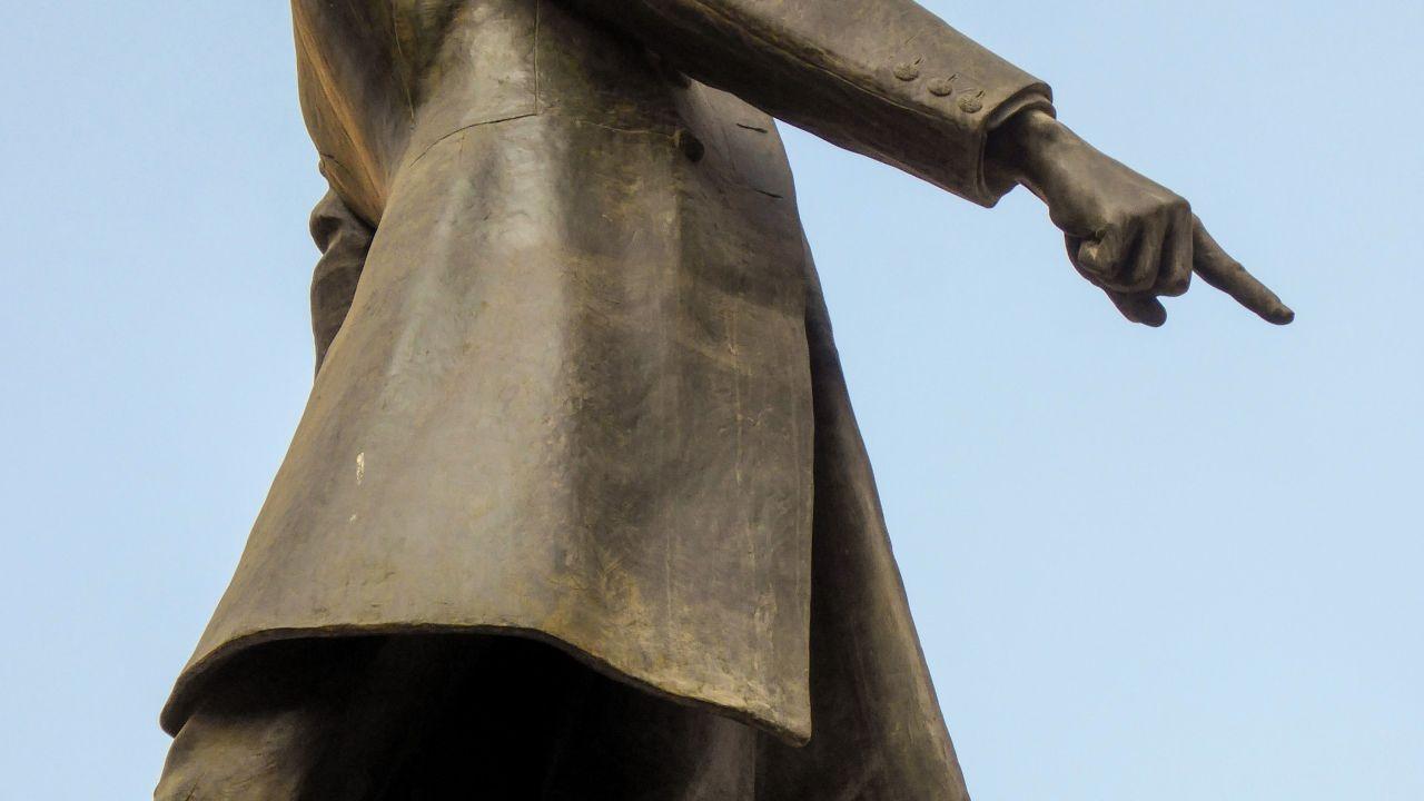 تمثال مصطفى كامل الذي يتوسط ميدانه بوسط البلد - تصوير: ميشيل حنا