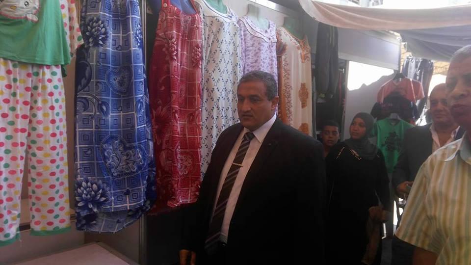 اللواء محمد أيمن نائب محافظ القاهرة أثناء تفقده لسوق الترجمان