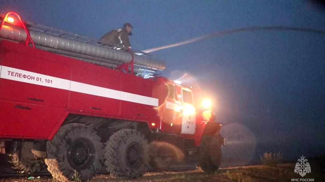 حريق كبير في مبنى مستودع بضواحي موسكو