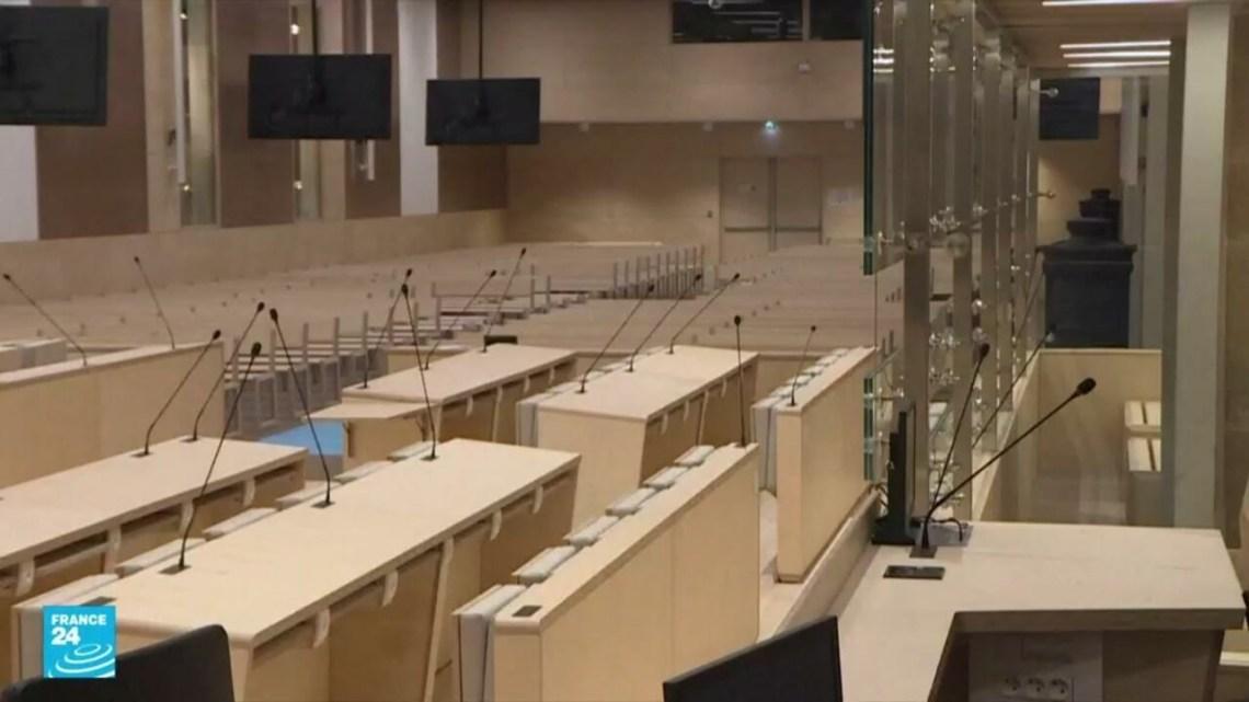 """ريبورتاج: تشييد قاعة خاصة لاحتضان """"محاكمة القرن"""" المتعلقة بهجمات 13 نوفمبر الإرهابية في فرنسا"""