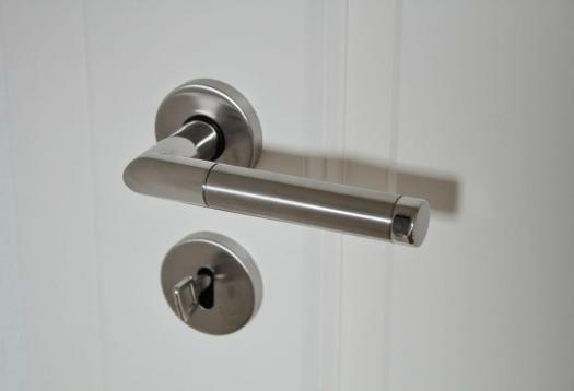 ¿Qué cerradura invisible comprar?