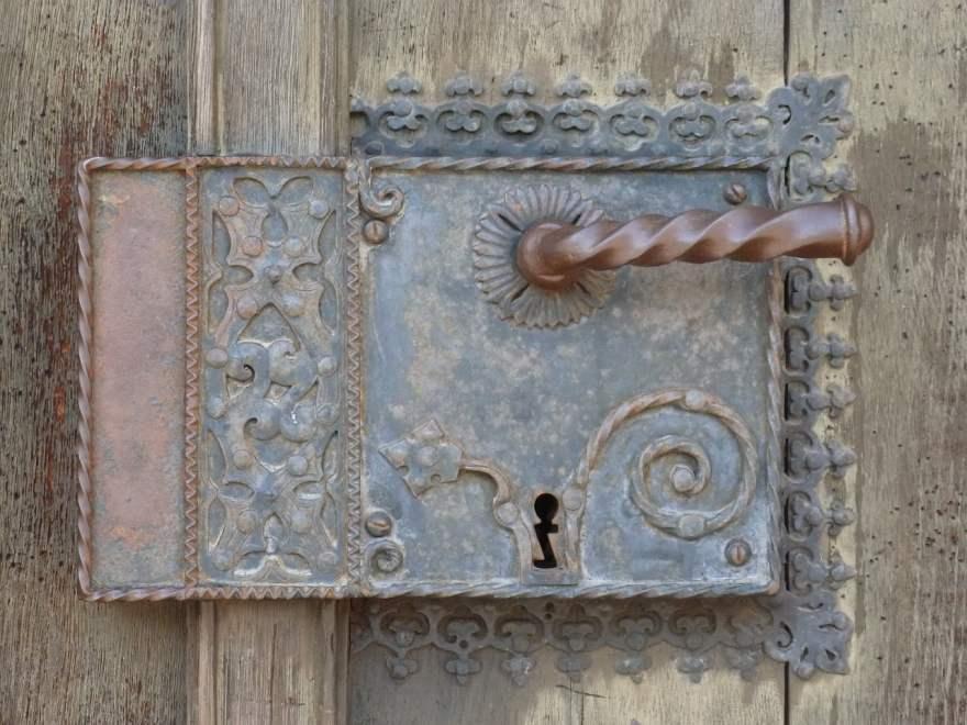 cómo abrir una cerradura antigua sin llave