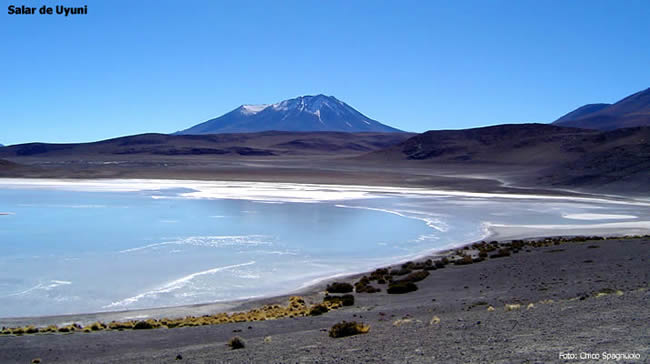 Laguna no Salar de Uyuni, altiplano boliviano