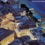Vista noturna de Amalfi