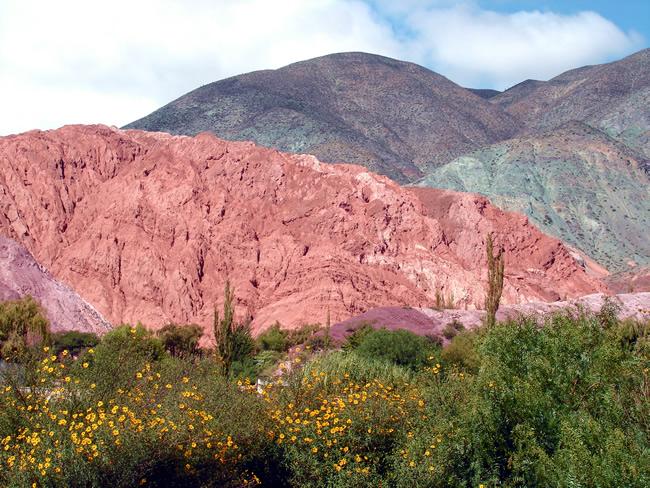 Formações rochosas coloridas em Purmamarca, Argentina
