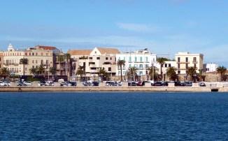 Zona portuária de Bari, Itália