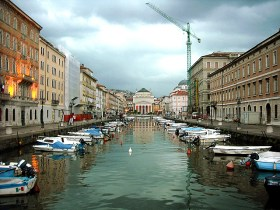 Canal em Trieste - Foto Klovovl CC BY_z