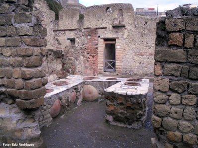 Ruínas de uma cantina romana, Foto Edu Rodrigues