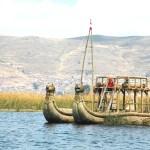 Embarcação feita com totora, Lago Titicaca