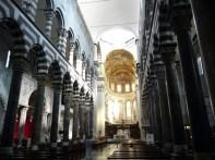Interior do Duomo de Gênova, Itália