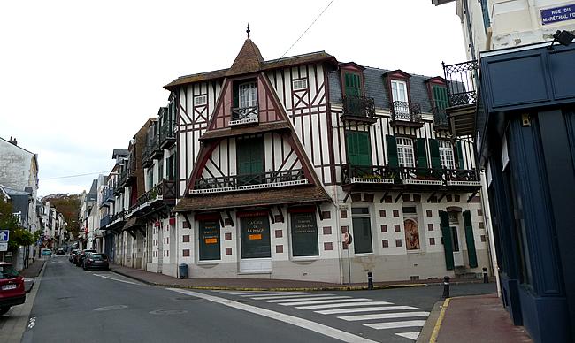Normandia, construção típica - Foto Manual do Turista
