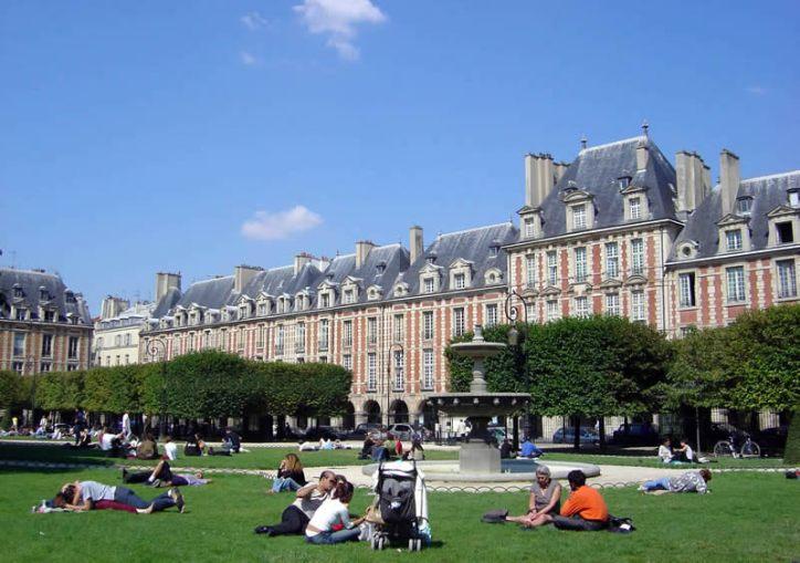 Place des Vosges, no Marais, em Paris