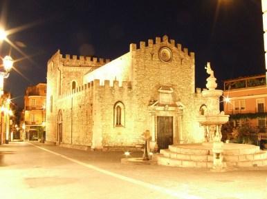 TarominaSicília-igreja-Foto-gnuckx-CC-BY.jpg