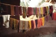 Tingimento de lã de lhama e alpaca, Vale Sagrado - Foto Manual do Turista