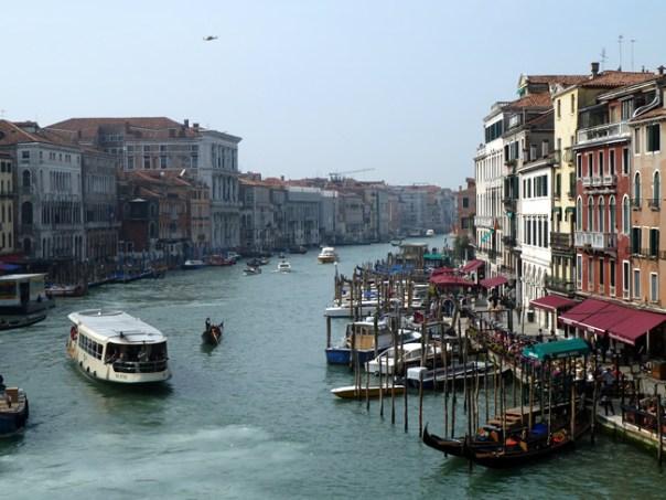 Vaporetto no Canal Grande, em Veneza