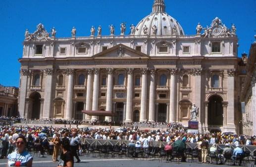 Fieis no Vaticano