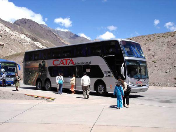 Ônibus na fronteira do Chile com Argentina