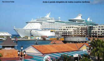 Navio de cruzeiro no porto de Aruba