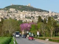 Chegando de carro em Assis, na Itália
