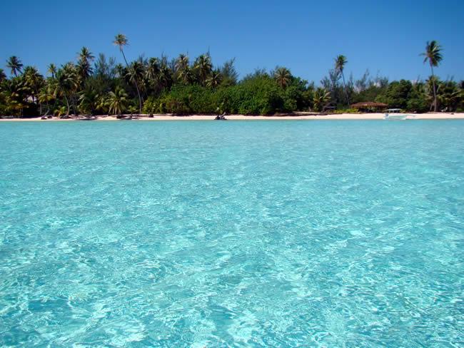 Bora Bora, águas azul-piscina