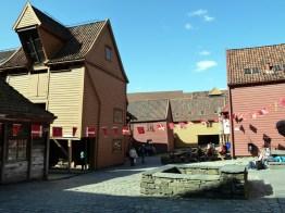 Casas de madeira no bairro de Bryggen, Bergen, Noruega