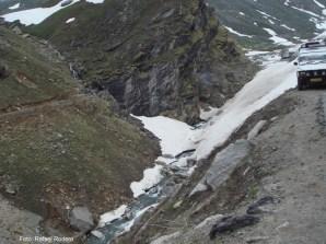 Estradas estreitas e neve, norte da Índia