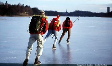 Lago na Suécia no inverno