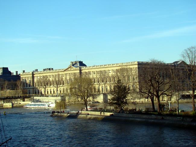 Louvre visto do Pont des Arts
