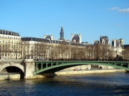 Louvre visto do Sena, Paris
