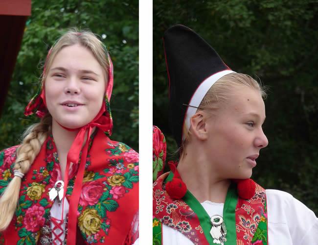 Moças suecas em trajes típicos em Estocolmo