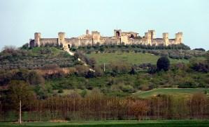 Monteriggioni Toscana, rodeada de vinhedos