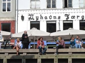 Relaxando junto do canal, Copenhagen