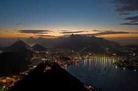 Rio de Janeiro ao anoitecer