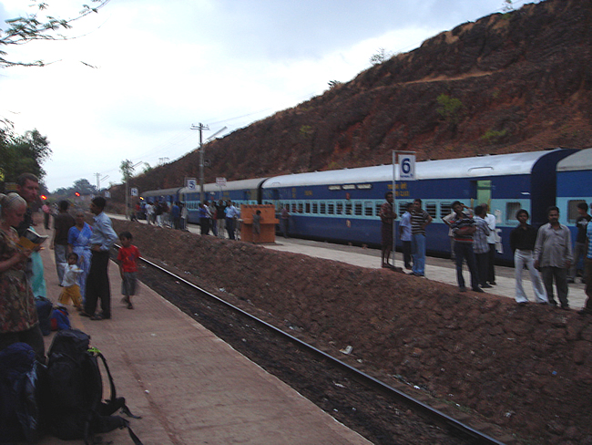 Transportes na Índia, o trem